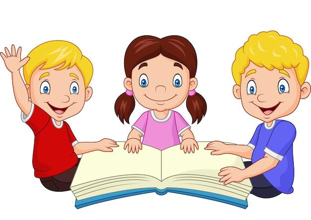 Glückliche kinder der karikatur, die ein buch lesen