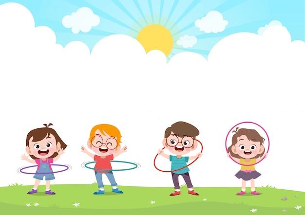 Glückliche kinder, die hulahoop v spielen