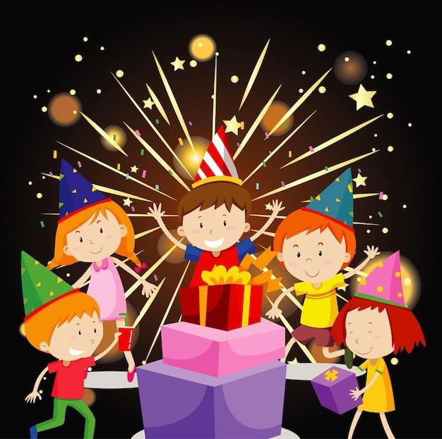 Glückliche kinder, die party mit geschenken und feuerwerk haben