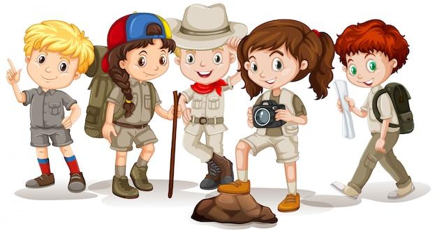 Glückliche kinder im outdoor-outfit