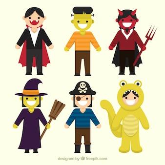 Glückliche kinder mit lustigen halloween-kostüme