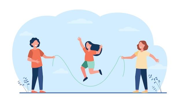 Glückliche kinder springseil. kinder, die spaß haben, im park im freien zu spielen.
