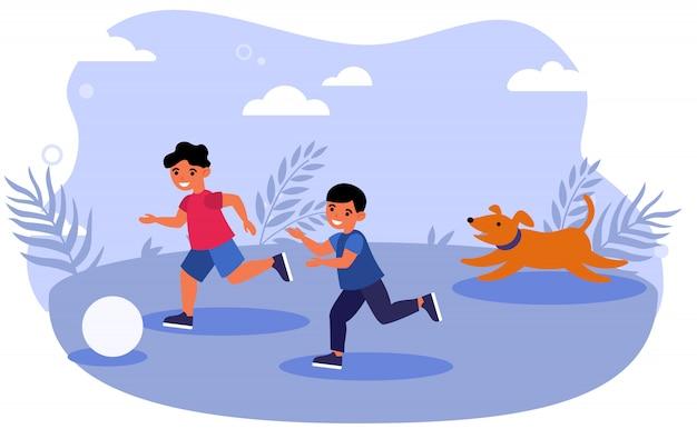 Glückliche kinder und hund, die ball draußen spielen