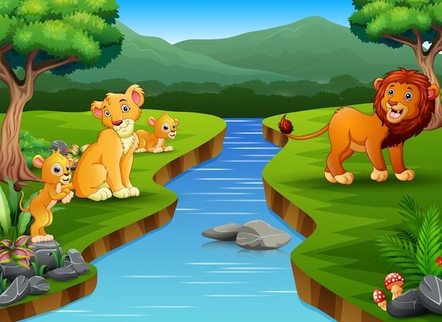 Glückliche löwenfamilie, die auf der natur spielt