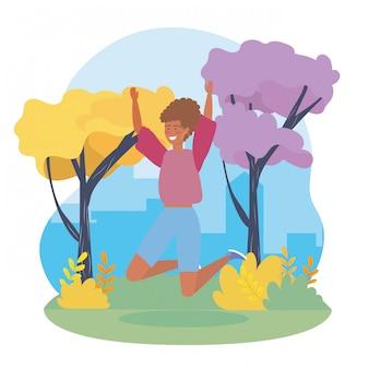 Glückliche mädchen mit freizeitkleidung und bäumen