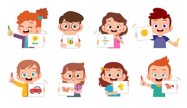 Glückliche nette kinder zeichnen mit zeichenstiftsatz