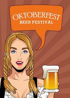 Glückliche oktoberfest-festkarte mit schöner frau, die bier trinkt