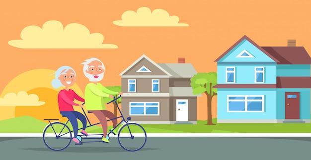 Glückliche reife paare, die zusammen auf fahrrad fahren