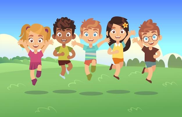 Glückliche springende kinder.