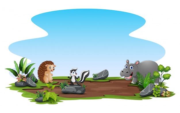 Glückliche tiere, die an der natur spielen