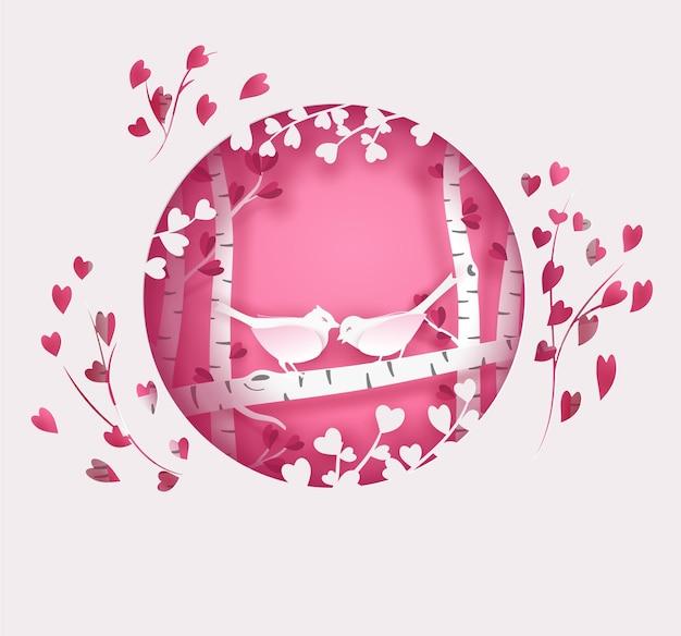 Glückliche vogelfamilie auf dem baum im wald. valentinskarte in rosa und weißer farbe mit kreisrahmen.