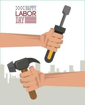 Glücklicher arbeitstag mit der hand, die werkzeughammer und -schraubenzieher hält