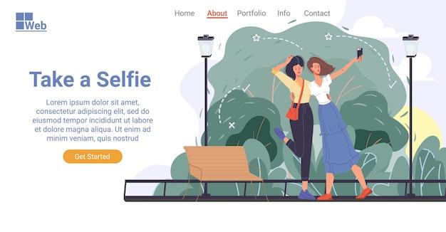 Glücklicher attraktiver weiblicher freund lässiger charakter nehmen selbstporträt auf mobiler kamera. fröhliches mädchen im freien im stadtpark. selfie-kultur, soziales netzwerk, blog, vlog, popularität. landingpage-design