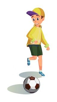 Glücklicher cartoon-junge spielen fußball-fußballspieler