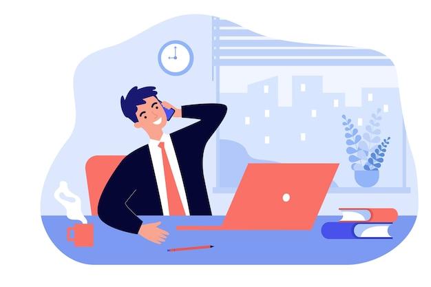 Glücklicher chef, der im büro sitzt und telefon lokalisierte flache illustration spricht