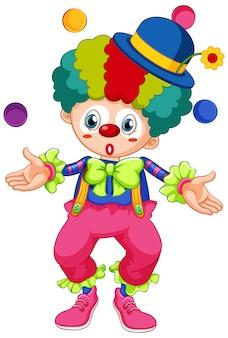 Glücklicher clown, der bälle auf weiß jongliert