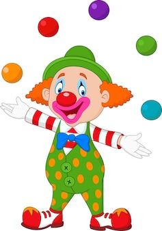 Glücklicher clown, der mit bunten bällen jongliert