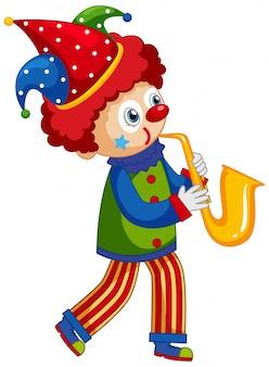 Glücklicher clown, der saxophon auf weißem hintergrund spielt