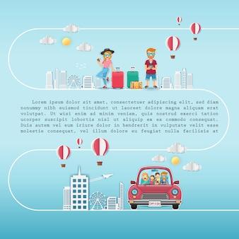 Glücklicher frauen- und mannreisender auf rotem auto mit check-in-punkt
