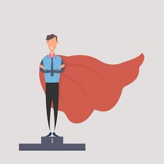 Glücklicher geschäftsmann in einem superheldenkostüm, das auf auszeichnungsstand steht.