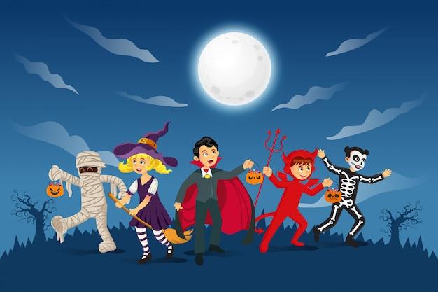 Glücklicher halloween-hintergrund. kinder in halloween-kostüm gekleidet, um süßes oder saures mit blauem hintergrund zu gehen