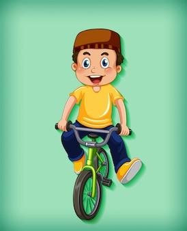 Glücklicher junge, der fahrrad fährt