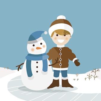 Glücklicher junge mit seinem schneemann an einem sonnigen wintertag