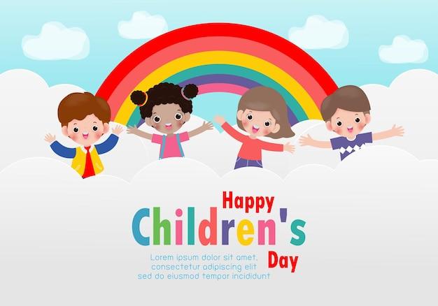 Glücklicher kindertageshintergrund mit glücklichen kindern, die auf den wolken springen