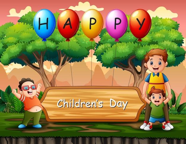 Glücklicher kindertaghintergrund mit glücklichen jungen