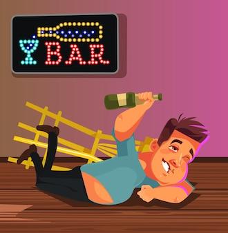 Glücklicher lächelnder betrunkener manncharakter, der auf barboden liegt. lustiges partykonzept.