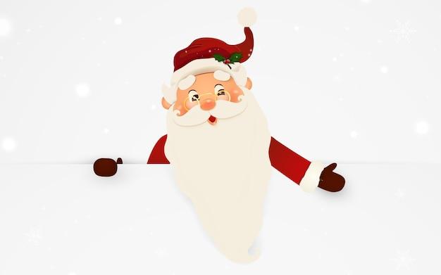 Glücklicher lächelnder weihnachtsmann, der hinter einem leeren schild steht und auf großem leerem schild zeigt. karikatur-weihnachtsmanncharakter mit weißem kopienraum.