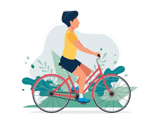 Glücklicher mann mit einem fahrrad im park.