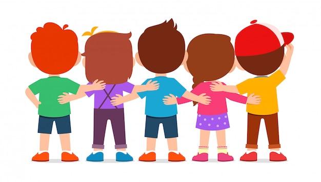 Glücklicher netter junge und mädchen umarmen zusammen