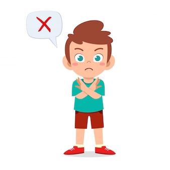 Glücklicher netter kinderjunge tragen falsches zeichen