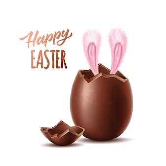 Glücklicher ostertext mit hasenohren, die realistische schokoladenei herausragen, explodierte eierschalenohren