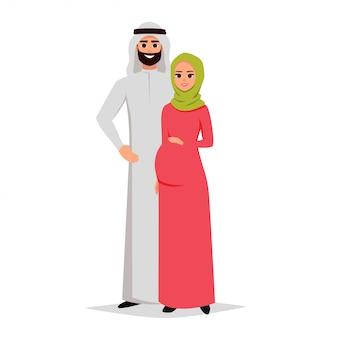 Glücklicher saudischer mann und schwangere frau umfassen