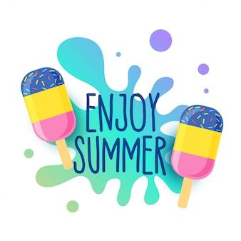 Glücklicher sommereiscremehintergrund mit wasserspritzen