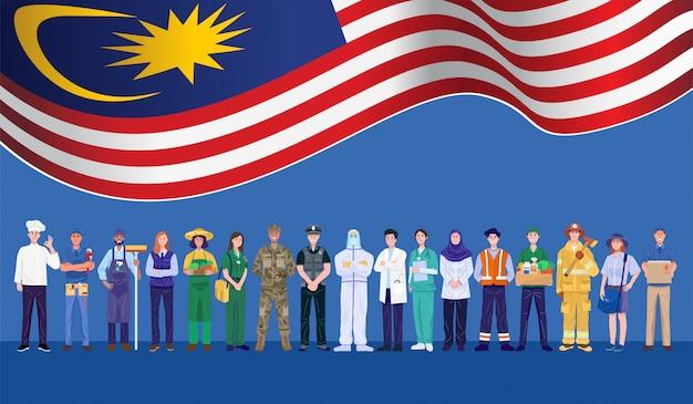 Glücklicher tag der arbeit. verschiedene berufe leute, die mit malaysia flagge stehen. vektor