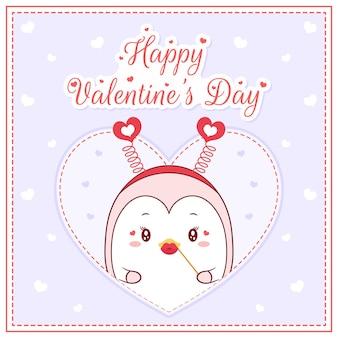 Glücklicher valentinstag niedliches pinguinmädchen, das postkarte großes herz zeichnet