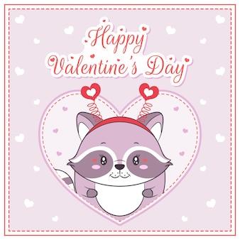 Glücklicher valentinstag niedliches waschbärmädchen, das postkarte großes herz zeichnet