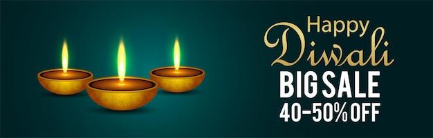 Glückliches diwali großes verkaufsbanner mit realistischem diwali diya