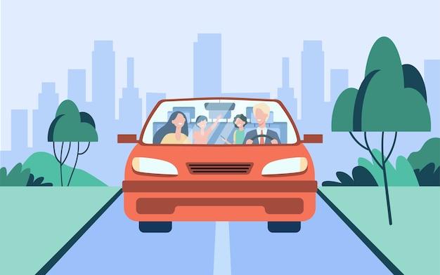 Glückliches familienpaar und zwei kinder, die im auto reiten. vater fährt auto. vorderansicht. vektorillustration für reise, straßenfahrt, transportkonzept