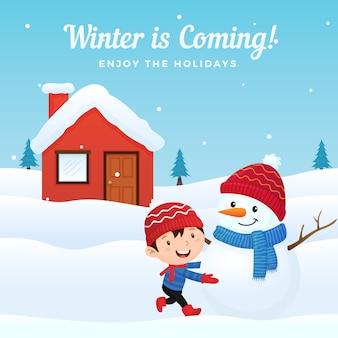 Glückliches kind genießen, mit nettem gekleidetem schneemann vor haus im wintersaisonhintergrund zu machen und zu spielen