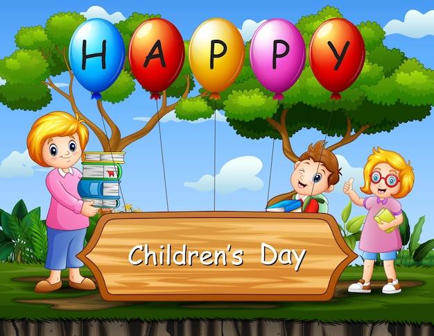 Glückliches kindertagesplakat mit schulkindern und lehrer im park