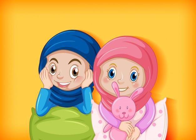 Glückliches muslimisches mädchen im pyjama