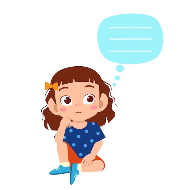 Glückliches nettes kindermädchen denken an problem