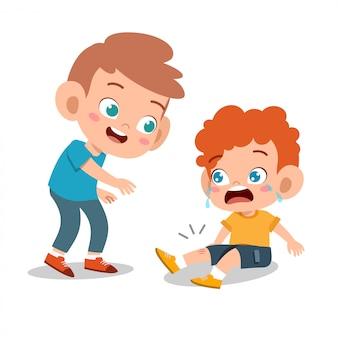 Glückliches nettes kinderspiel mit freund zusammen