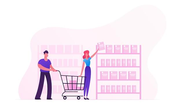 Glückliches paar, das einkäufe im laden tätigt frau, die produkte vom ladenregal-mann nimmt, der einkaufswagen schiebt