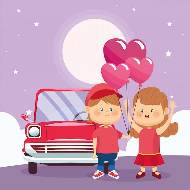 Glückliches paar mit herzballonen über oldtimer