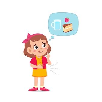 Glückliches süßes kind mädchen fühlt hungrig essen wollen und denkt über essen nach